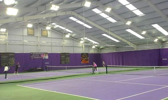 Smart LED™ med rörelsesensor i tennishall
