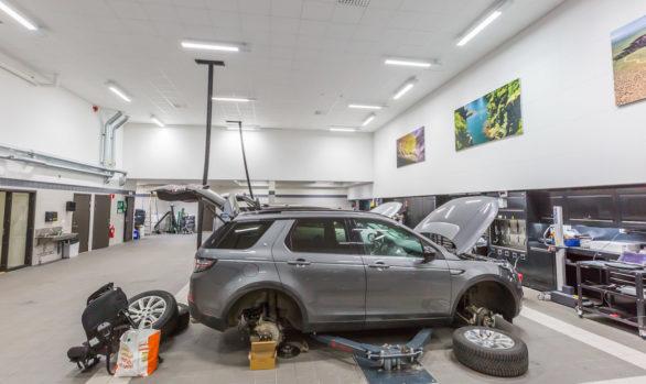 Dagsljusbelysning i Jaguar och Land Rovers nya bilhall