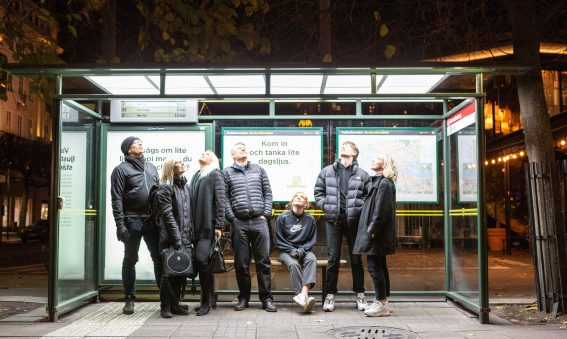 Lyssna på Ulf från MondeVerde som pratar om ljus och vår busskur på Norrmalmstorg